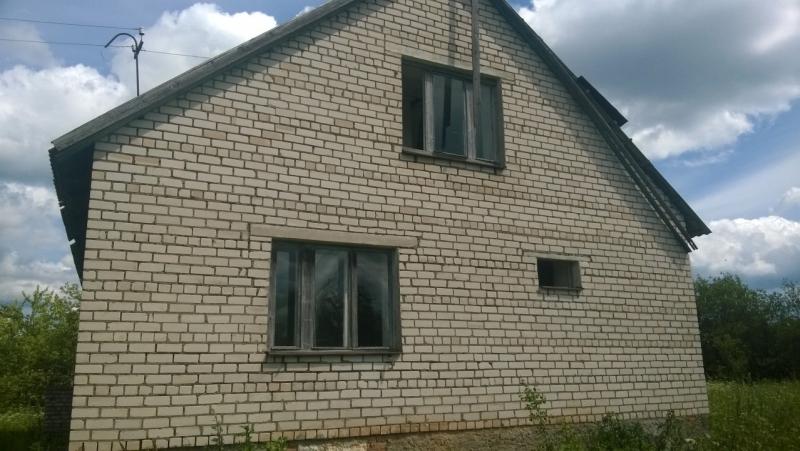 Крепкий кирпичный деревенский дом в Псковском р-не