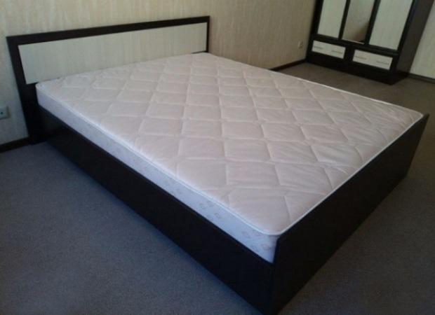 Комплект кровать с матрасом