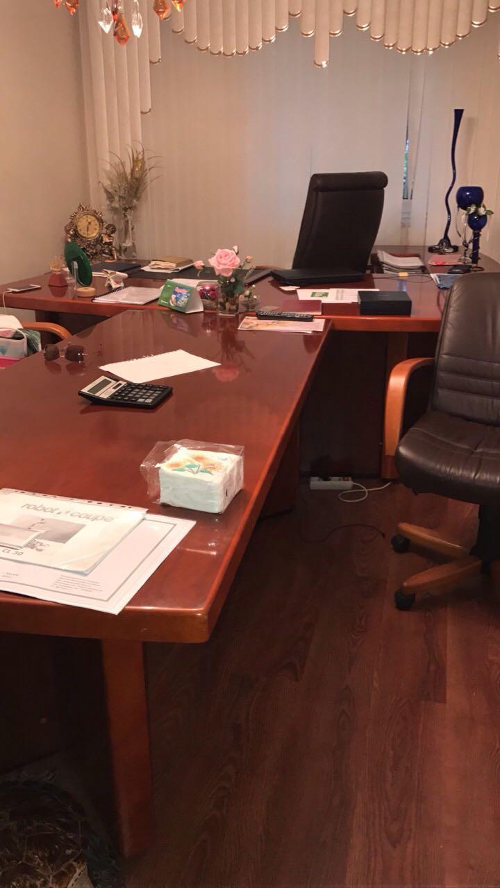 СРОЧНО продатся кабинет итальянской мебели из красного дерева