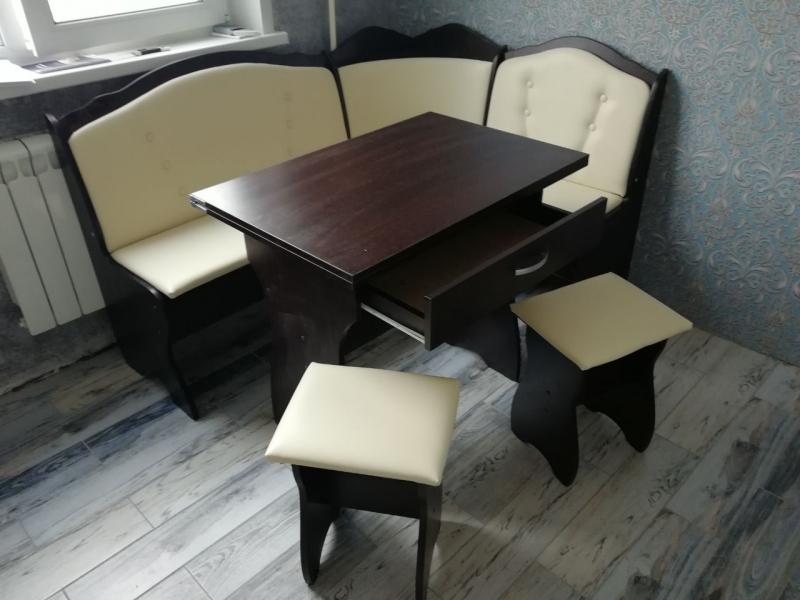 Кухонный набор Елена 8 комплект за 7000 рублей.
