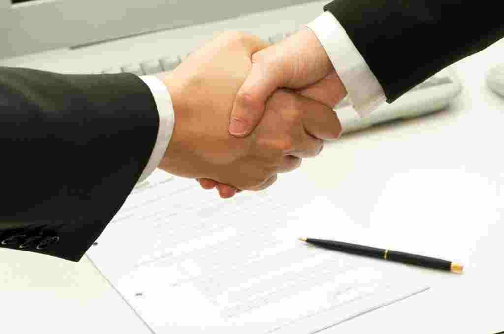 Сотрудники банка в Москве выдадут кредит по 2-м документам до 5 миллионов
