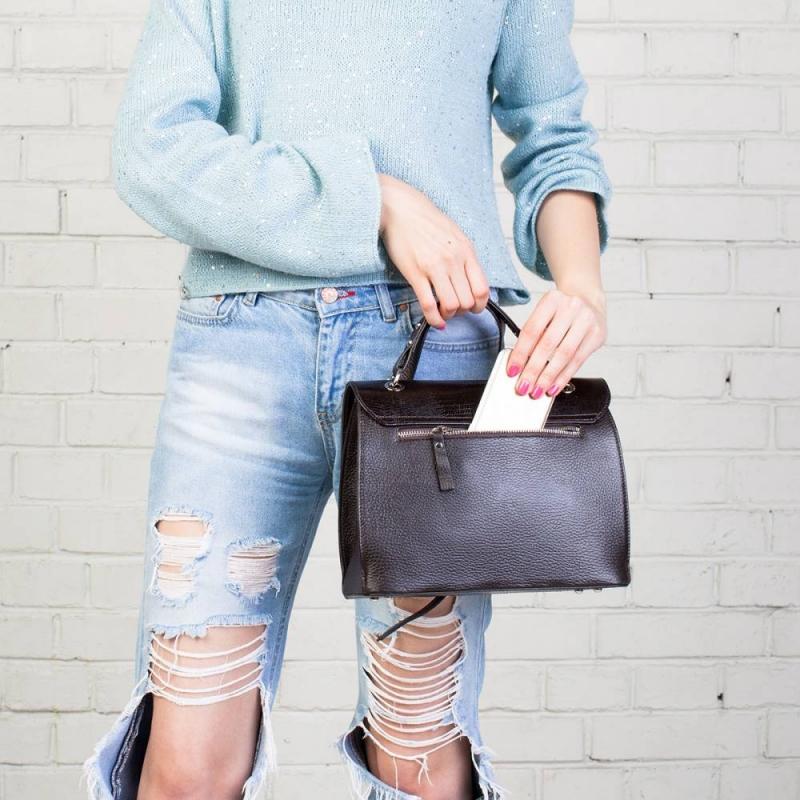 LAKESTONE продает очень качественные кожаные сумки и аксессуары