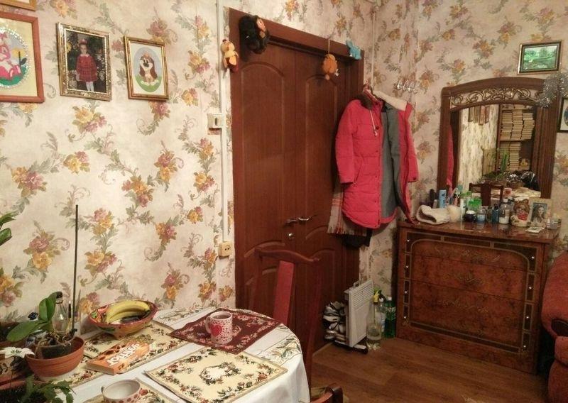 Уютная, просторная комната сдается на длительный срок для одного человека.