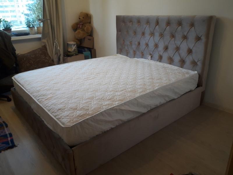 Мягкие кровати в каретной стяжке
