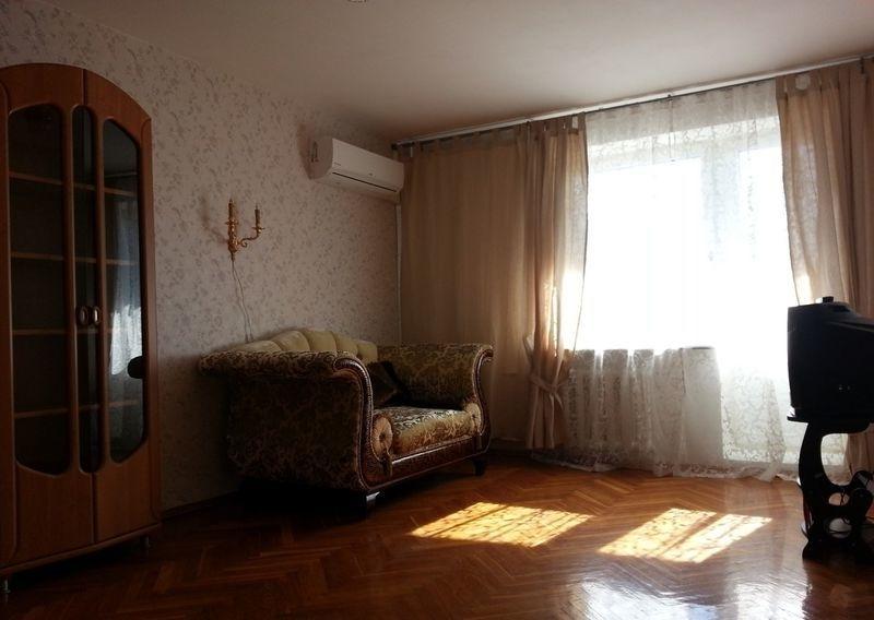 Сдается крупногабаритная однокомнатная квартира со всеми удобствами в  ...