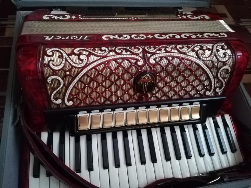 В продаже  концертный аккордеон.