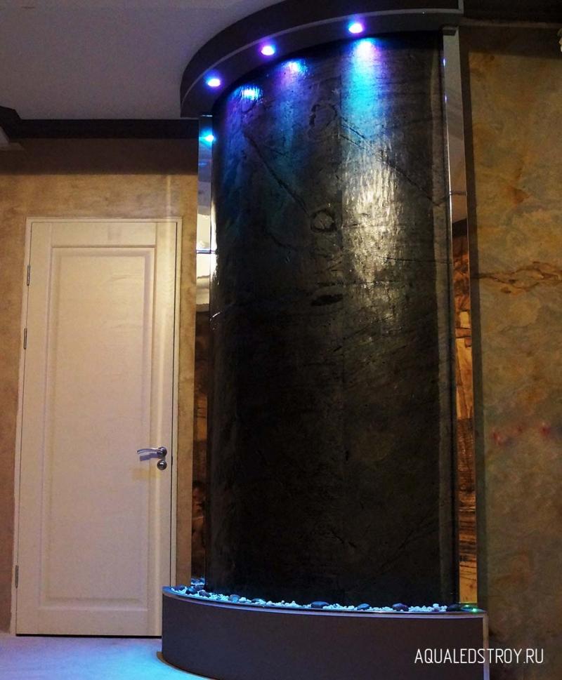 Интерьерный водопад по стеклу, зеркалу, камню водная стена