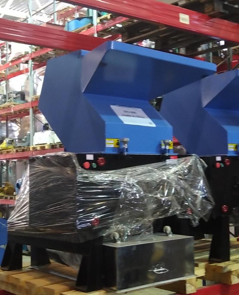 Продаю дробилку роторного типа для жесткого пластика XFS-600