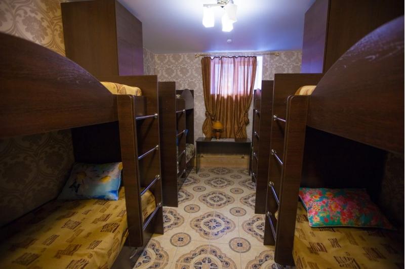 Недорогие койко-места в хостеле, где есть кафе