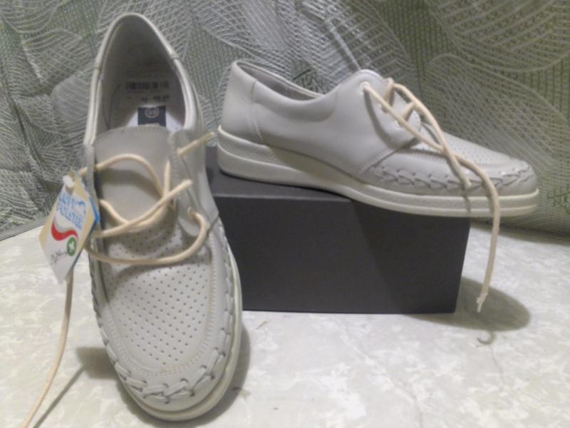 Туфли женские кожаные новые  размер 38-39