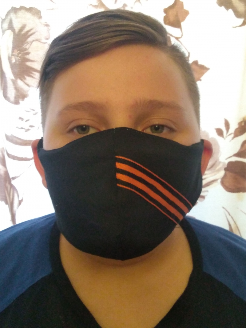 Праздничная многоразовая маска